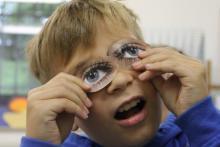 Junge mit Collage-Augen - Face-time